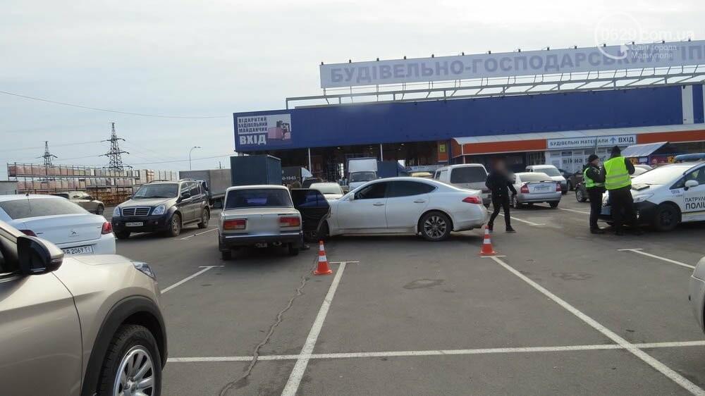 """В Мариуполе на стоянке торгового центра """"ВАЗ"""" врезался в """"Инфинити"""", - ФОТО, фото-3"""