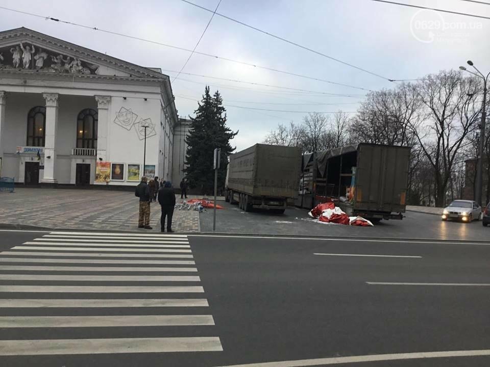 В Мариуполь из Киева привезли карусель и снег, - ФОТОРЕПОРТАЖ, фото-23