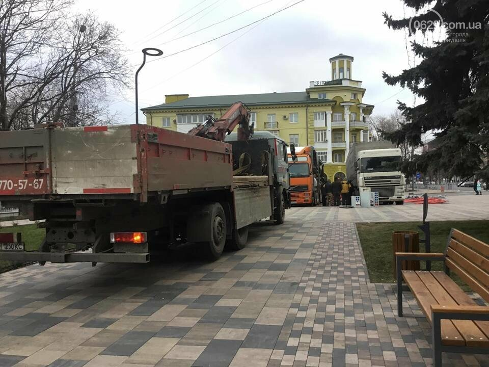 В Мариуполь из Киева привезли карусель и снег, - ФОТОРЕПОРТАЖ, фото-5