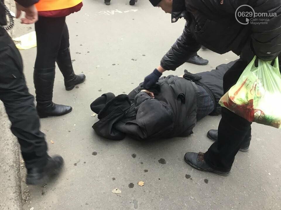 Пьяный мариуполец заблокировал движение трамваев на Центральном рынке, - ФОТО, ВИДЕО, фото-2