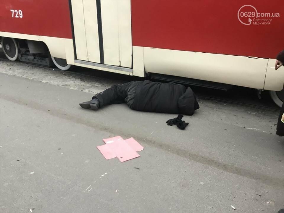 Пьяный мариуполец заблокировал движение трамваев на Центральном рынке, - ФОТО, ВИДЕО, фото-1