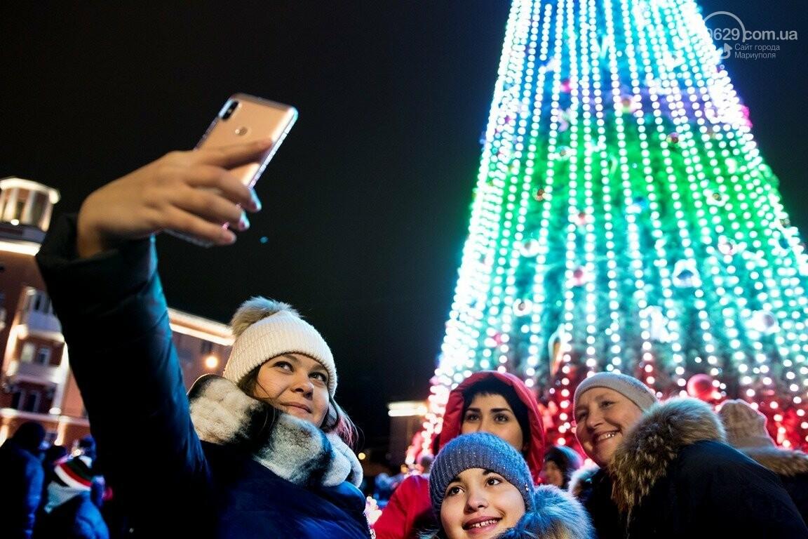 Сказка началась! 18 самых говорящих фотографий с открытия мариупольской елки, - ФОТО, фото-6