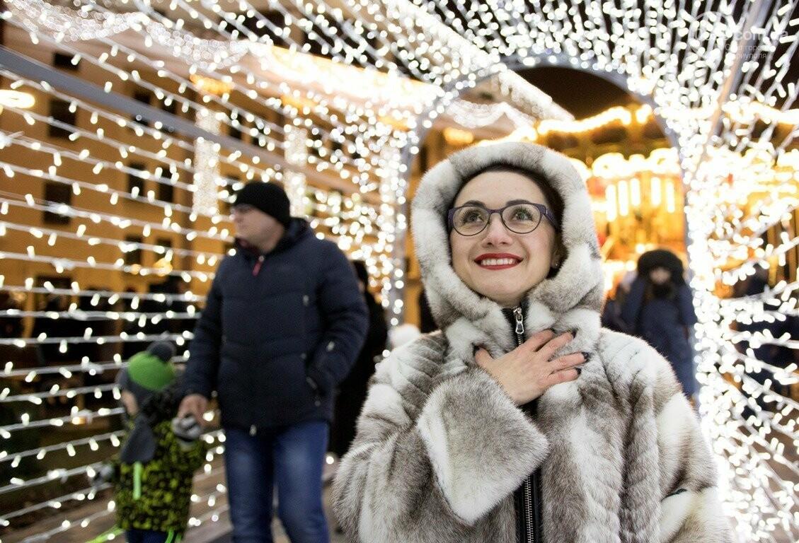 Сказка началась! 18 самых говорящих фотографий с открытия мариупольской елки, - ФОТО, фото-4
