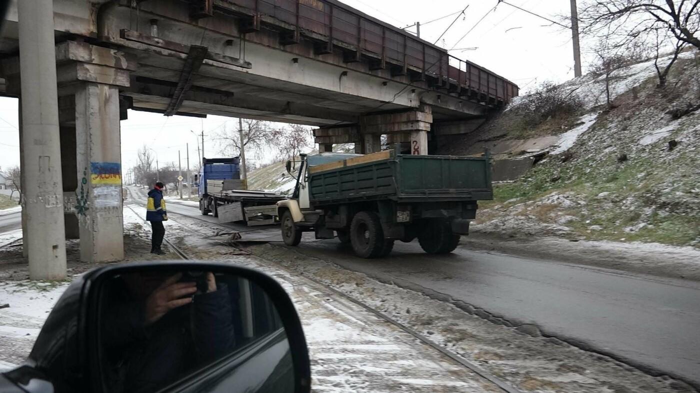 В Мариуполе МАЗ по дороге растерял железо, - ФОТО, фото-5