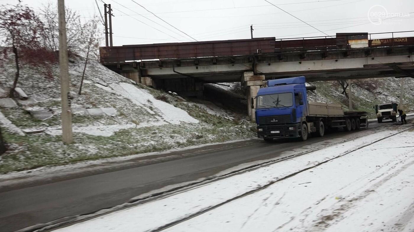 В Мариуполе МАЗ по дороге растерял железо, - ФОТО, фото-1