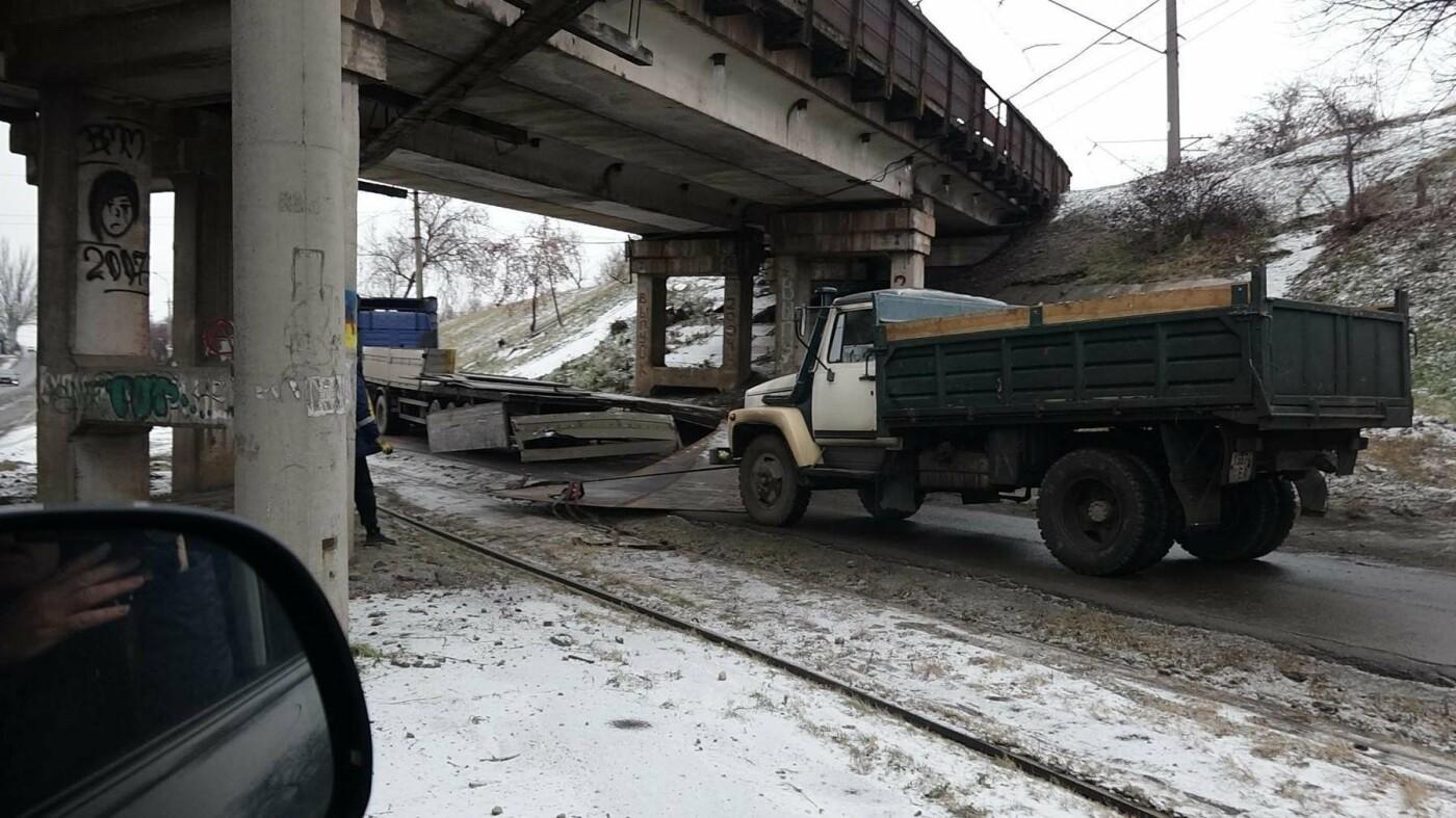 В Мариуполе МАЗ по дороге растерял железо, - ФОТО, фото-6