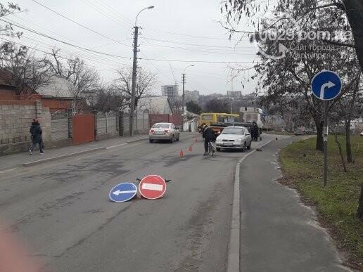 В Мариуполе длинномер с металлом застрял на спуске в порт,- ФОТО, фото-1