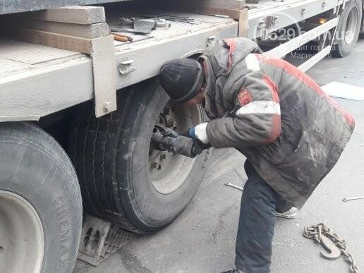 В Мариуполе длинномер с металлом застрял на спуске в порт,- ФОТО, фото-3