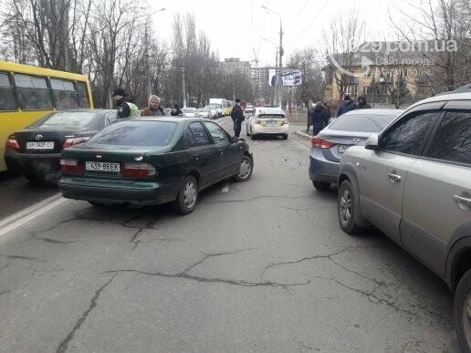 """В Мариуполе сразу два """"Ниссана"""" попали в аварию на пр. Нахимова,- ФОТО, фото-1"""
