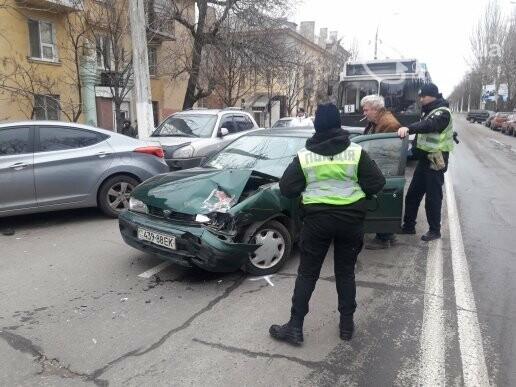 """В Мариуполе сразу два """"Ниссана"""" попали в аварию на пр. Нахимова,- ФОТО, фото-6"""