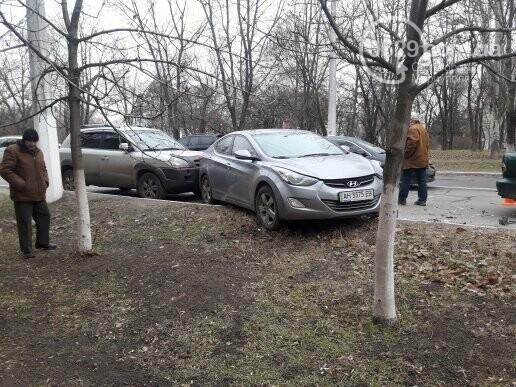 """В Мариуполе сразу два """"Ниссана"""" попали в аварию на пр. Нахимова,- ФОТО, фото-4"""