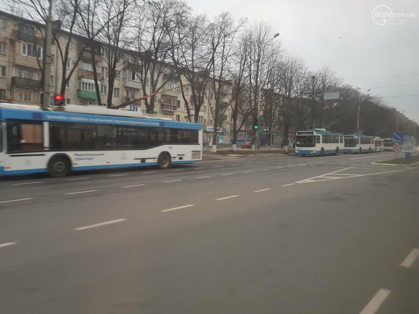 В центре Мариуполя парализовано движение троллейбусов, - ФОТОФАКТ, фото-1