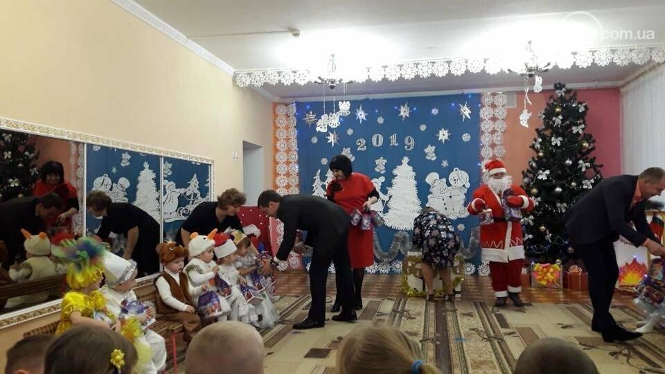 Дети из прифронтовых сел впервые получили сладкие подарки от областной администрации,- ФОТО, фото-1