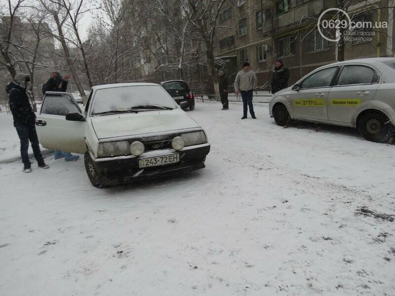 """В Мариуполе """"девятка"""" зацепила такси и попыталась скрыться, - ФОТО, фото-2"""
