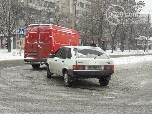 """В Мариуполе столкнулись """"девятка"""" и """"Фольскваген"""", - ФОТО, фото-3"""