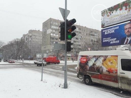 """В Мариуполе столкнулись """"девятка"""" и """"Фольскваген"""", - ФОТО, фото-1"""