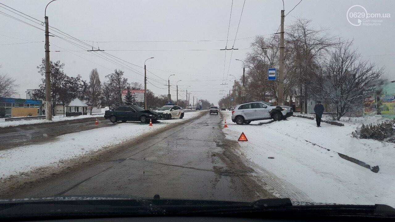 """В Мариуполе произошло лобовое столкновение """"БМВ"""" и """"Митсубиси"""", - ФОТО, фото-2"""