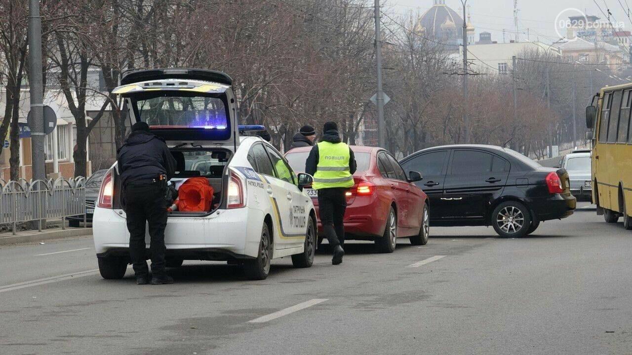 В центре Мариуполя столкнулись BMW и Hyundai, - ФОТО, фото-2