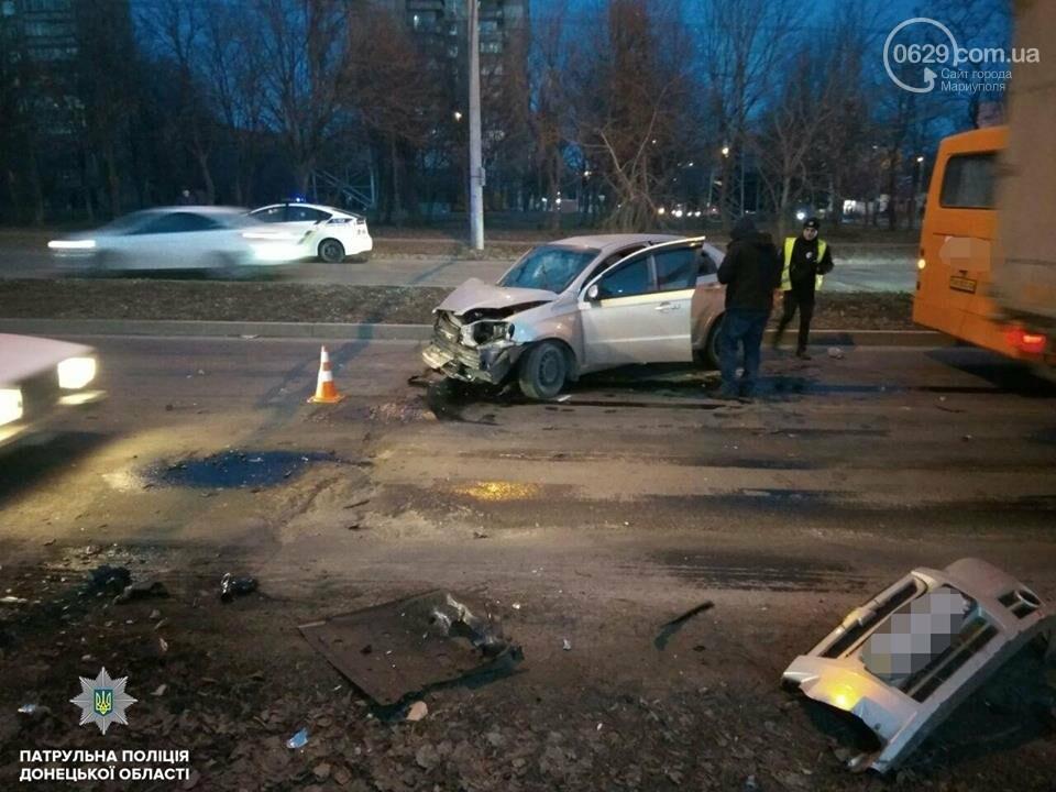 В Мариуполе у водителя, который протаранил столб и маршрутку, выявили почти 3 промилле алкоголя в крови,- ФОТО, фото-1