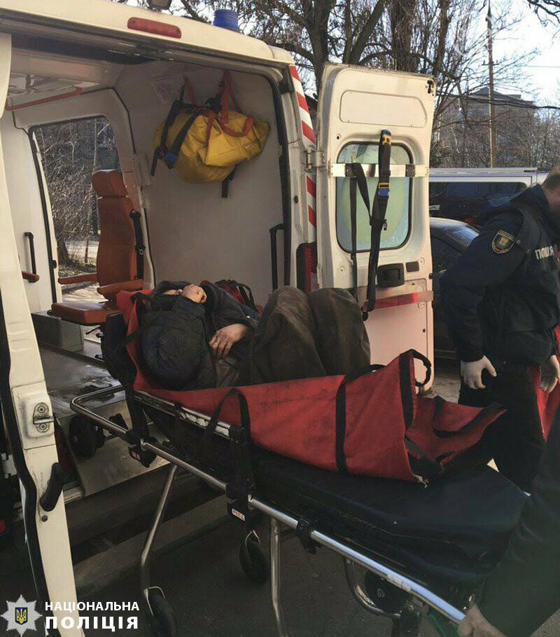 В Мариуполе спасли мужчину, пролежавшего несколько дней на полу в закрытой квартире, фото-2