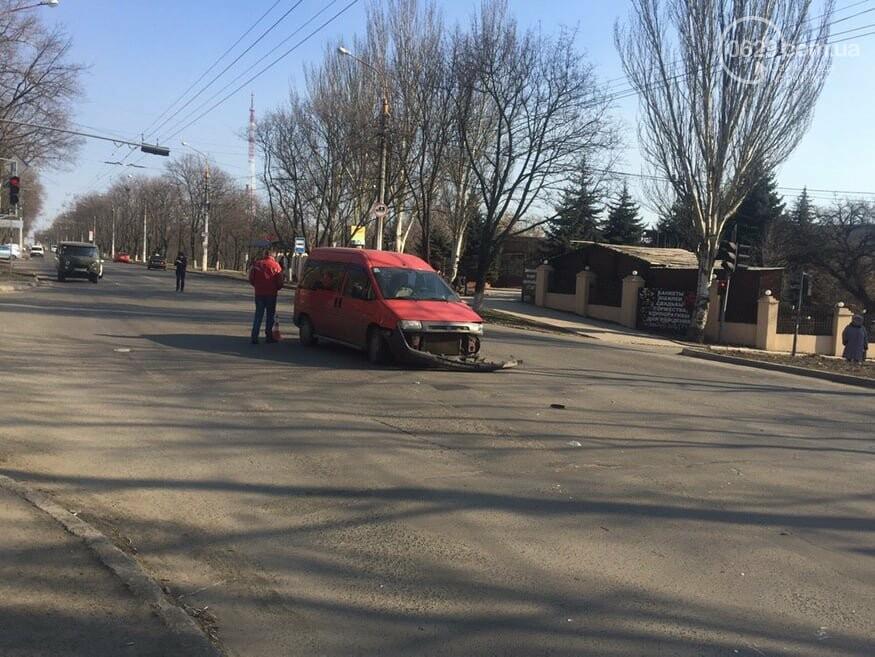 """В Мариуполе """"Шкода"""" столкнулась с микроавтобусом, - ФОТО, фото-4"""
