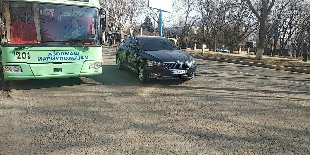 """В Мариуполе """"Шкода"""" столкнулась с микроавтобусом, - ФОТО, фото-3"""