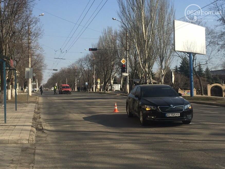 """В Мариуполе """"Шкода"""" столкнулась с микроавтобусом, - ФОТО, фото-1"""