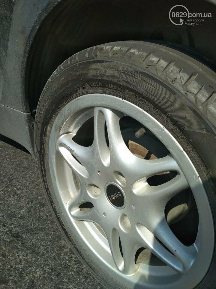 """В Мариуполе военный автомобиль протаранил """"Smart"""" и скрылся, - ФОТО, фото-1"""