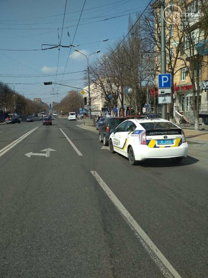"""В Мариуполе военный автомобиль протаранил """"Smart"""" и скрылся, - ФОТО, фото-2"""
