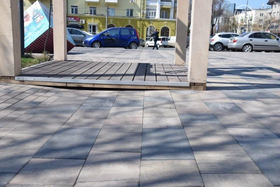Город против драмтеатра. Кто разломал новую плитку в Мариуполе, и кто будет ее восстанавливать, - ФОТО, ВИДЕО, фото-8