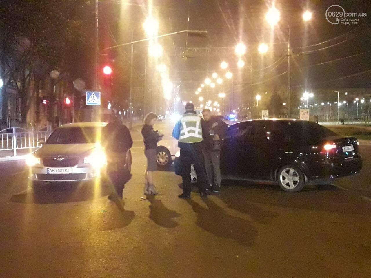 В центре Мариуполя столкнулись два автомобиля, — ФОТО, фото-3