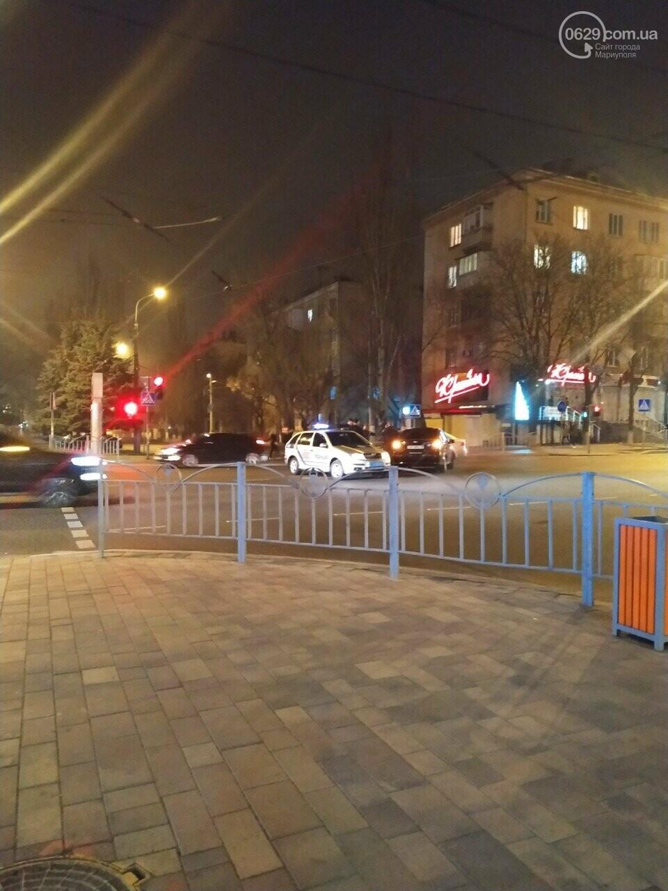 В центре Мариуполя столкнулись два автомобиля, — ФОТО, фото-7