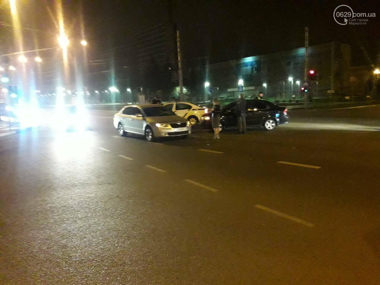В центре Мариуполя столкнулись два автомобиля, — ФОТО, фото-2