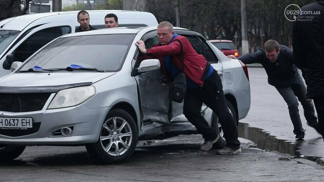 В Мариуполе столкнулись «Митсубиси» и «Джили». Есть пострадавший, - ФОТО, фото-10