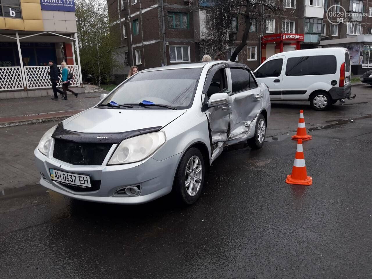 В Мариуполе столкнулись «Митсубиси» и «Джили». Есть пострадавший, - ФОТО, фото-1