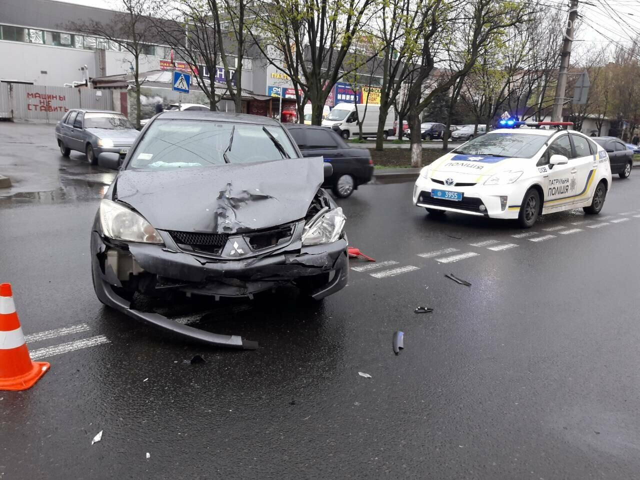 В Мариуполе столкнулись «Митсубиси» и «Джили». Есть пострадавший, - ФОТО, фото-2