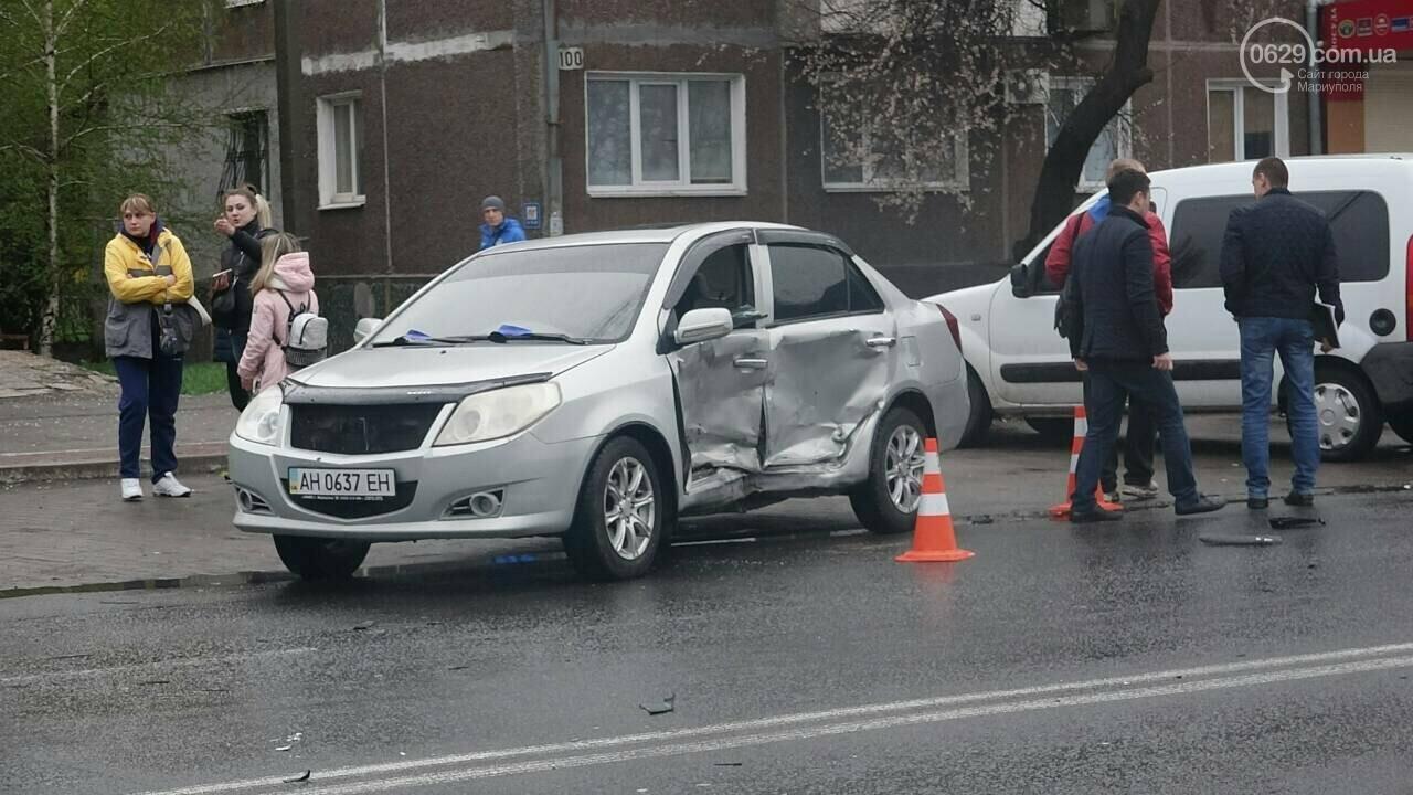 В Мариуполе столкнулись «Митсубиси» и «Джили». Есть пострадавший, - ФОТО, фото-3