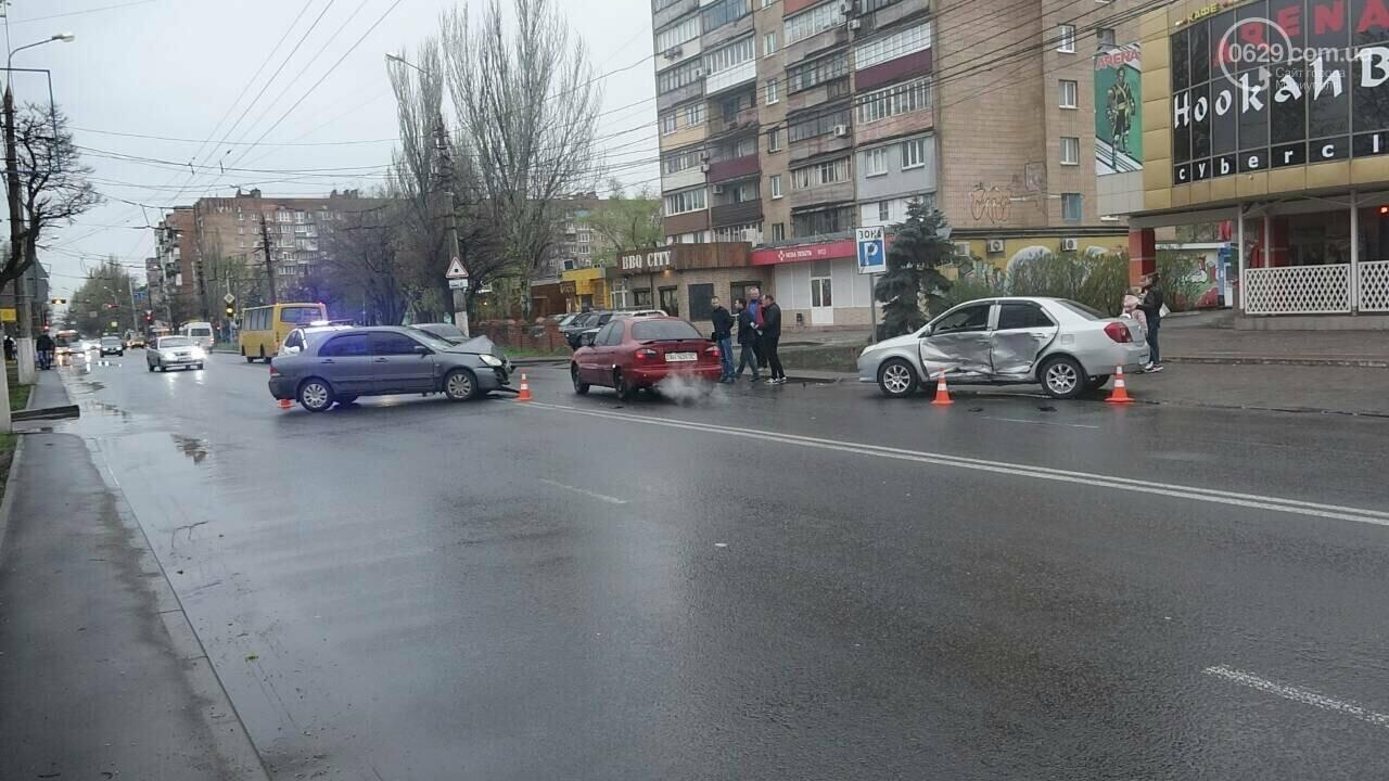 В Мариуполе столкнулись «Митсубиси» и «Джили». Есть пострадавший, - ФОТО, фото-16