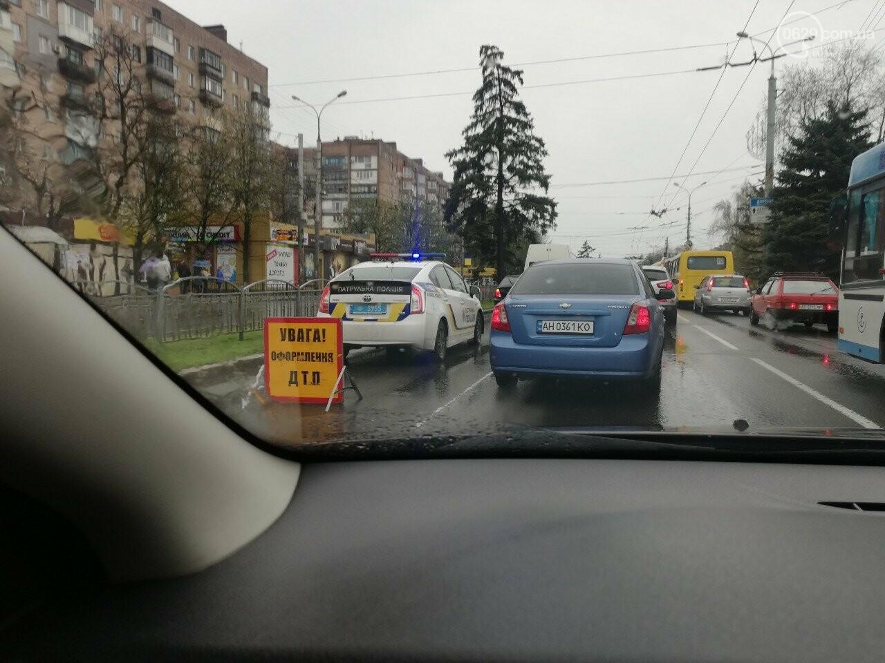 """В центре Мариуполя """"Хонда"""" врезалась в микроавтобус, - ФОТО, фото-2"""