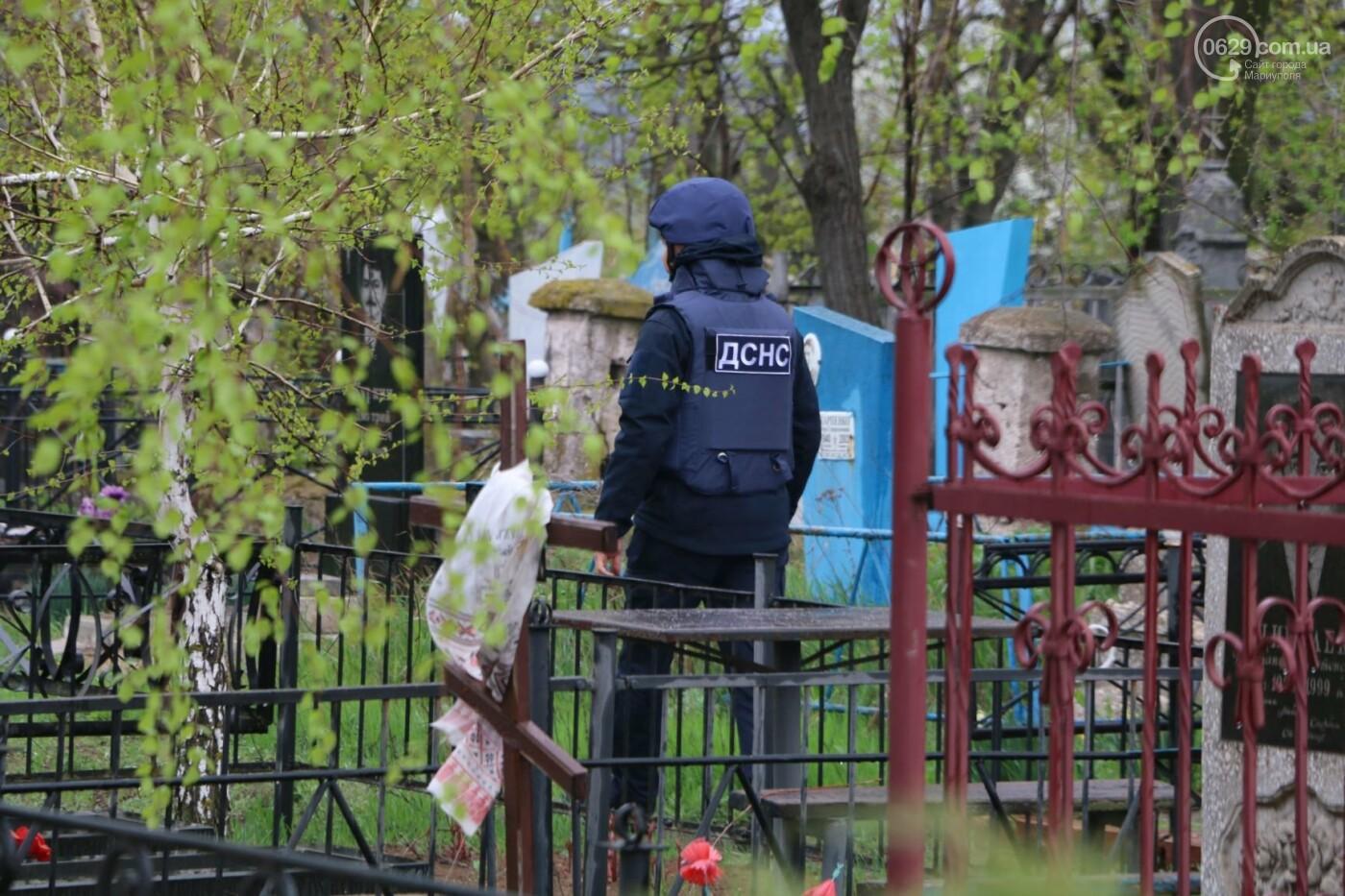 Пиротехники начали проверять безопасность кладбищ Мариуполя,- ФОТО, ВИДЕО, фото-3