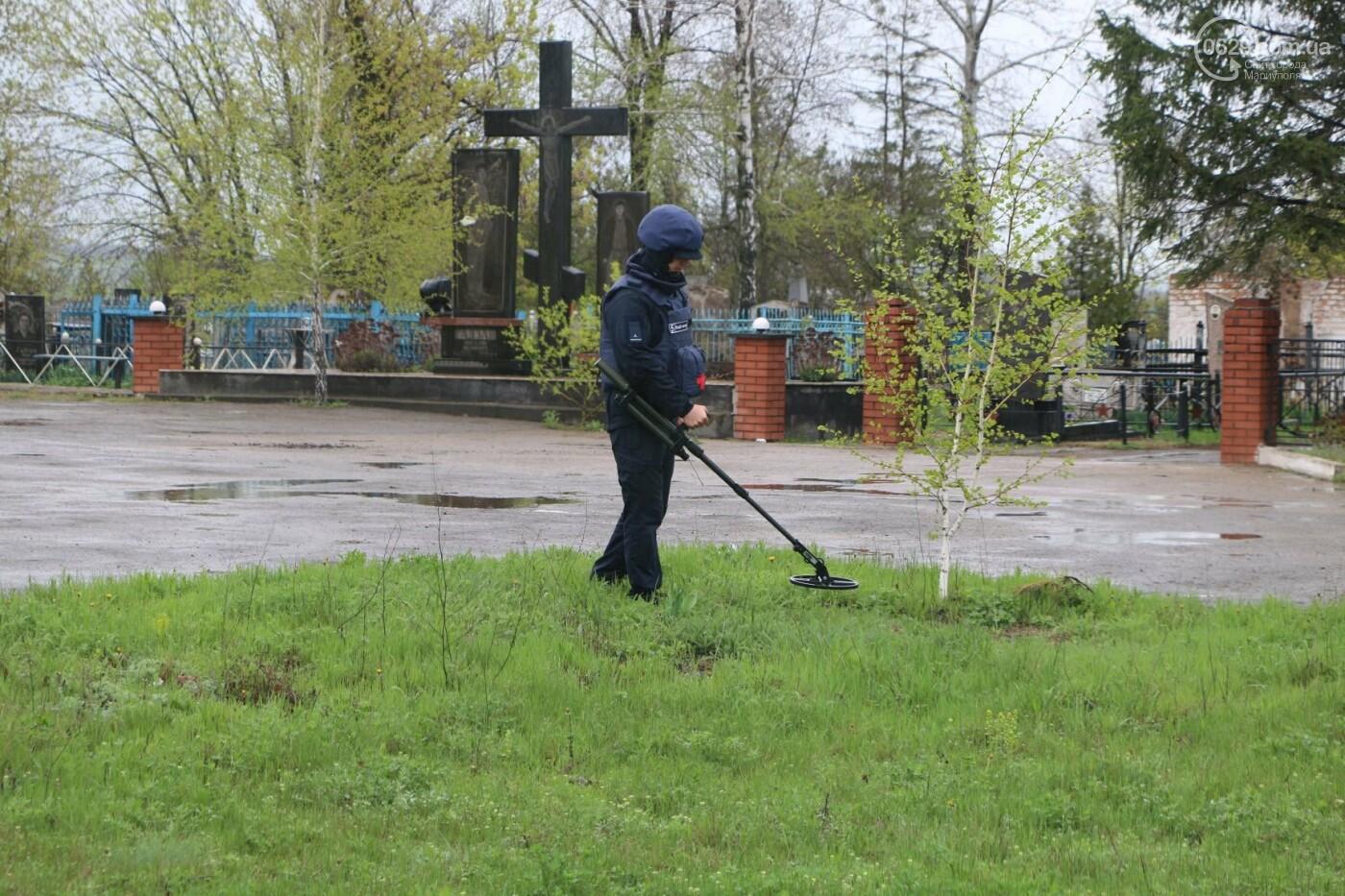 Пиротехники начали проверять безопасность кладбищ Мариуполя,- ФОТО, ВИДЕО, фото-5
