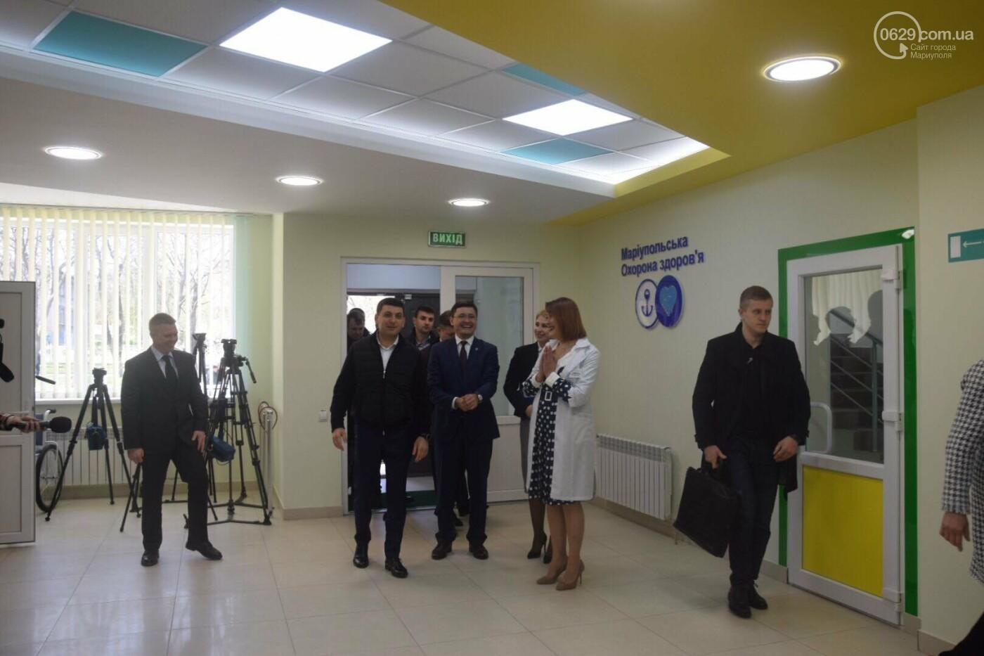 В Мариуполе Владимир Гройсман открыл детскую поликлинику и познакомился с Сережей, - ФОТОРЕПОРТАЖ, ВИДЕО, фото-1