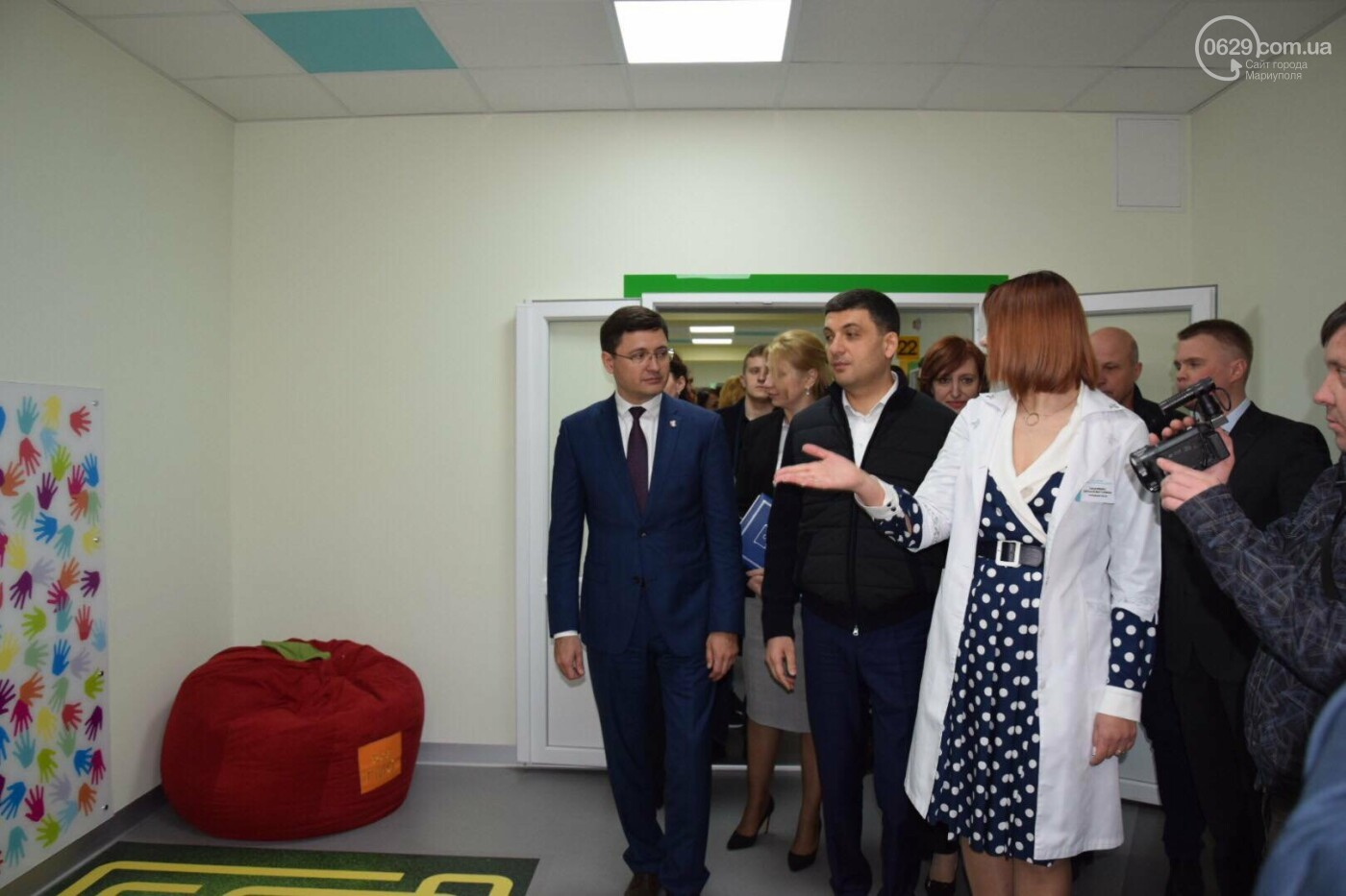 В Мариуполе Владимир Гройсман открыл детскую поликлинику и познакомился с Сережей, - ФОТОРЕПОРТАЖ, ВИДЕО, фото-47