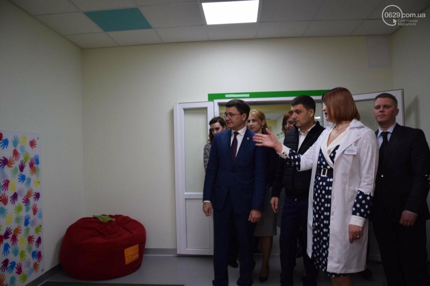 В Мариуполе Владимир Гройсман открыл детскую поликлинику и познакомился с Сережей, - ФОТОРЕПОРТАЖ, ВИДЕО, фото-53