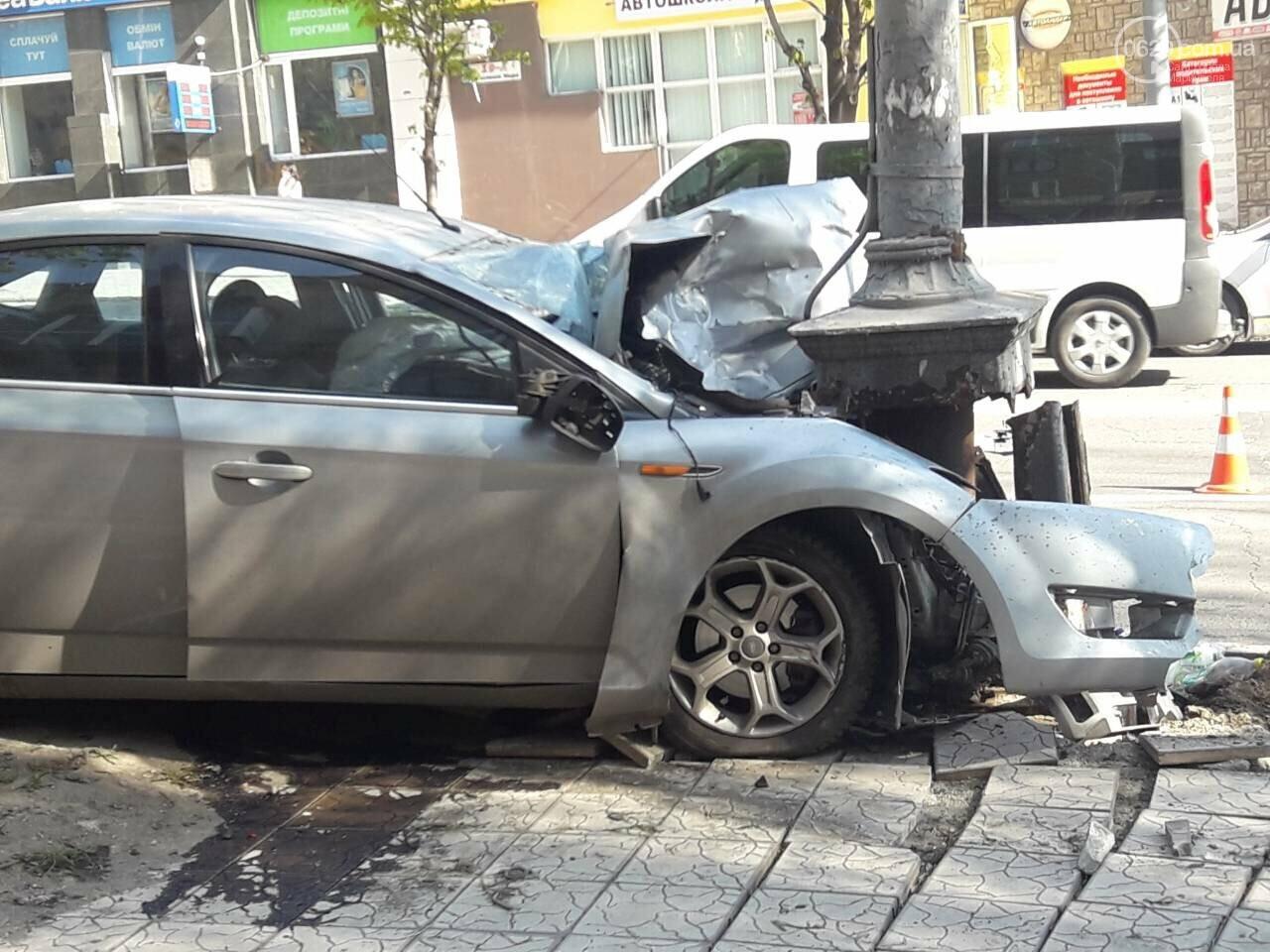 В Мариуполе «Форд» врезался в столб. Водитель погиб, - ФОТО, ВИДЕО, 18+, фото-1