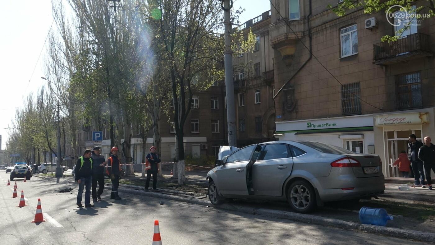 В Мариуполе «Форд» врезался в столб. Водитель погиб, - ФОТО, ВИДЕО, 18+, фото-7