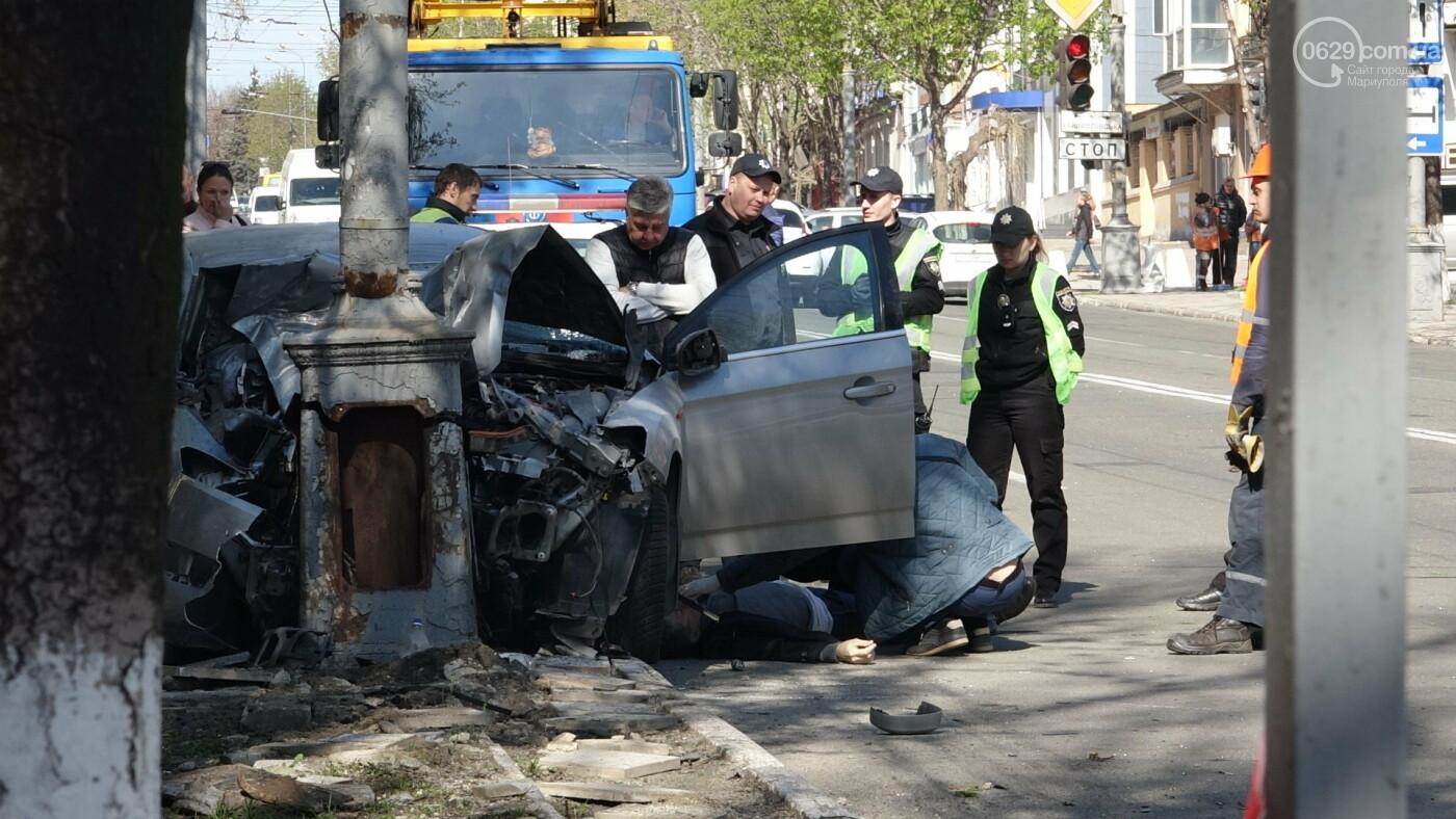 В Мариуполе «Форд» врезался в столб. Водитель погиб, - ФОТО, ВИДЕО, 18+, фото-15