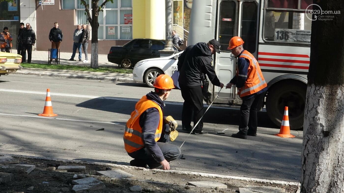 В Мариуполе «Форд» врезался в столб. Водитель погиб, - ФОТО, ВИДЕО, 18+, фото-18