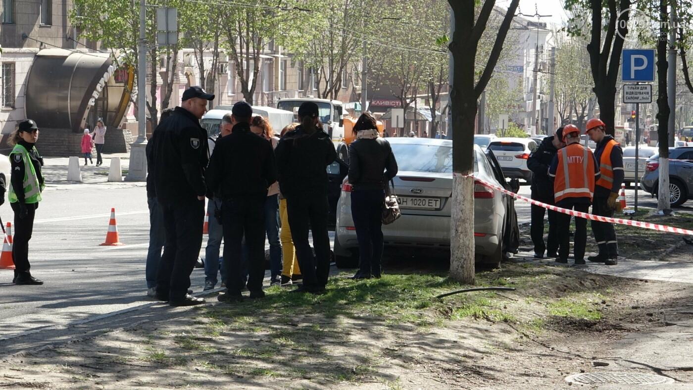 В Мариуполе «Форд» врезался в столб. Водитель погиб, - ФОТО, ВИДЕО, 18+, фото-21