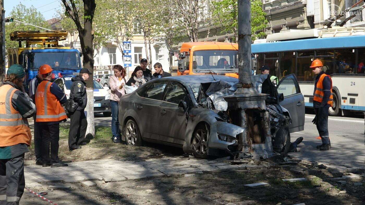 В Мариуполе «Форд» врезался в столб. Водитель погиб, - ФОТО, ВИДЕО, 18+, фото-22